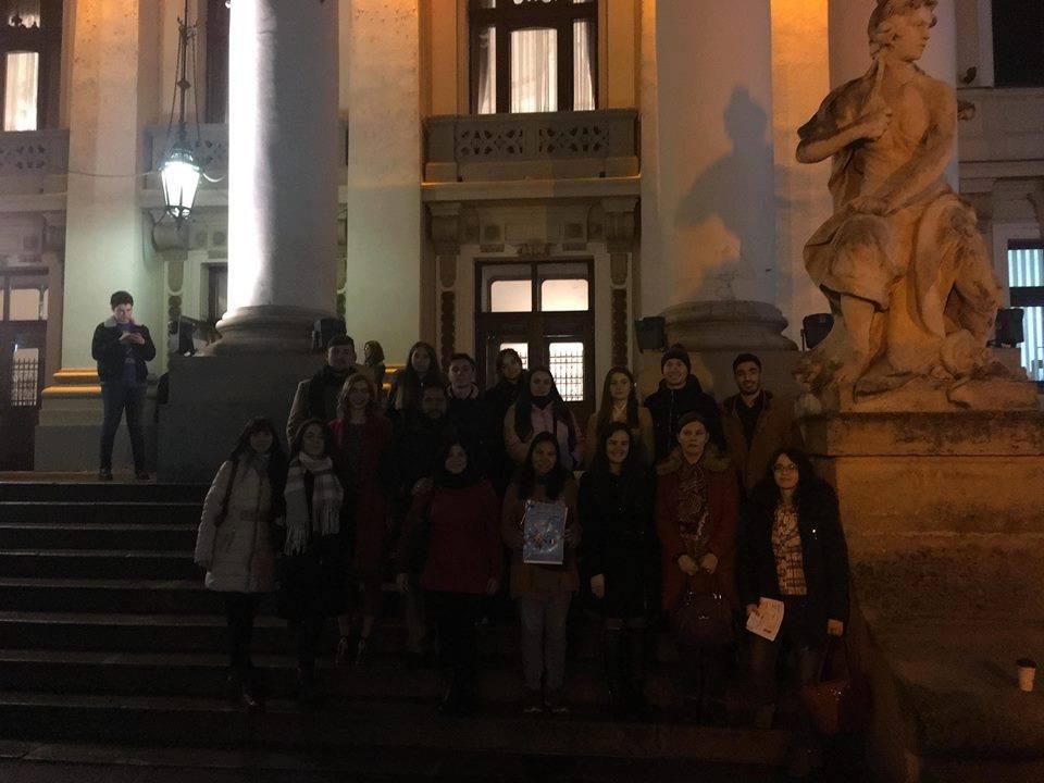 Migranții învață limba română la teatru
